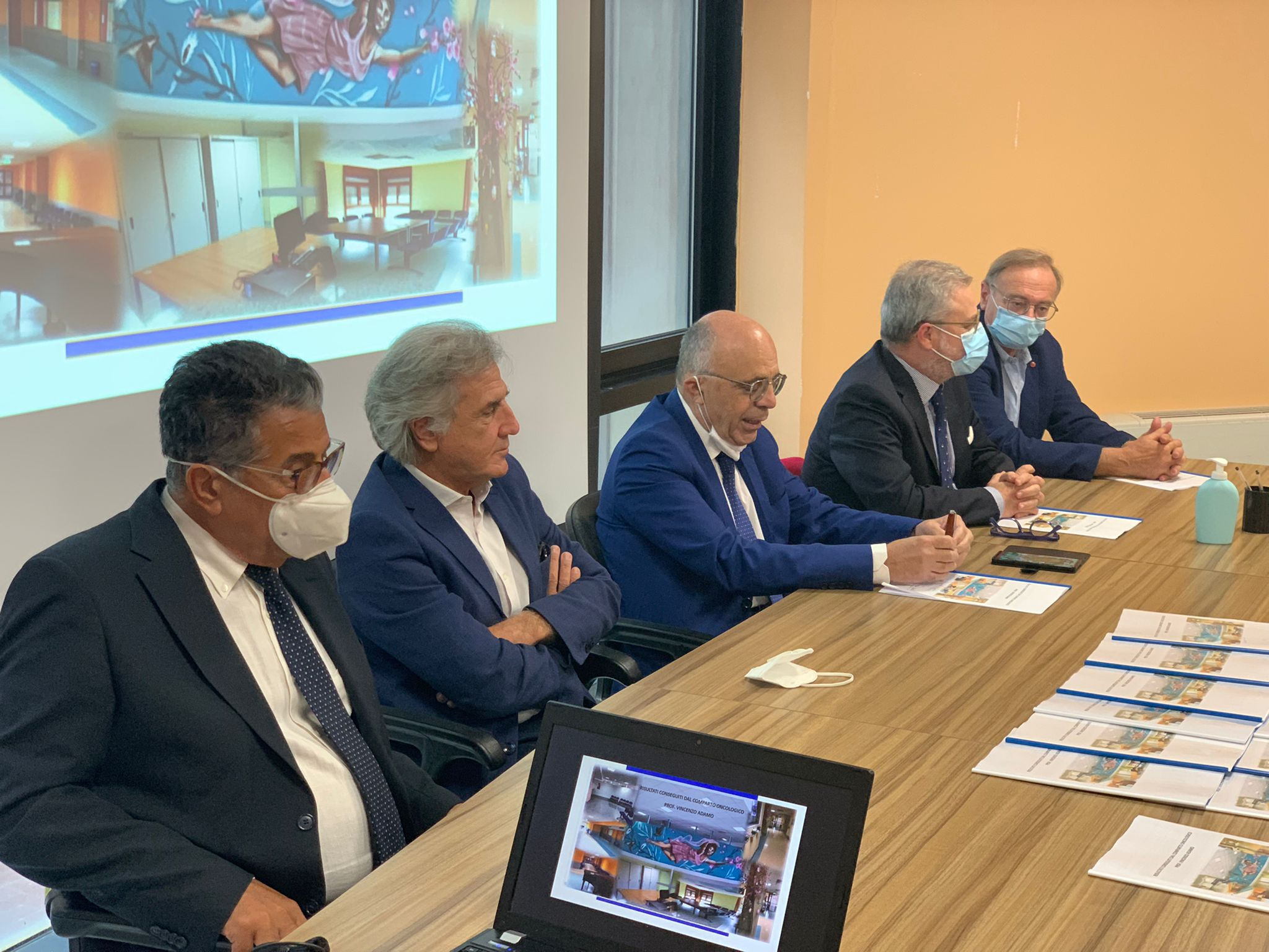 Conferenza stampa del comparto oncologico: i risultati sotto la guida del Prof. Adamo